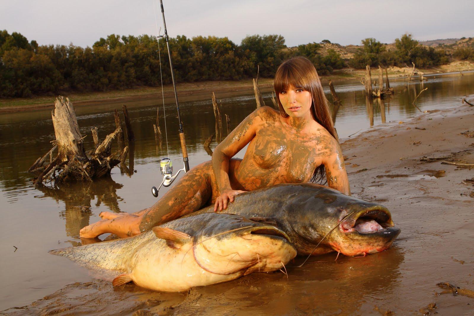 наловив рыбы рыбак решил искупаться