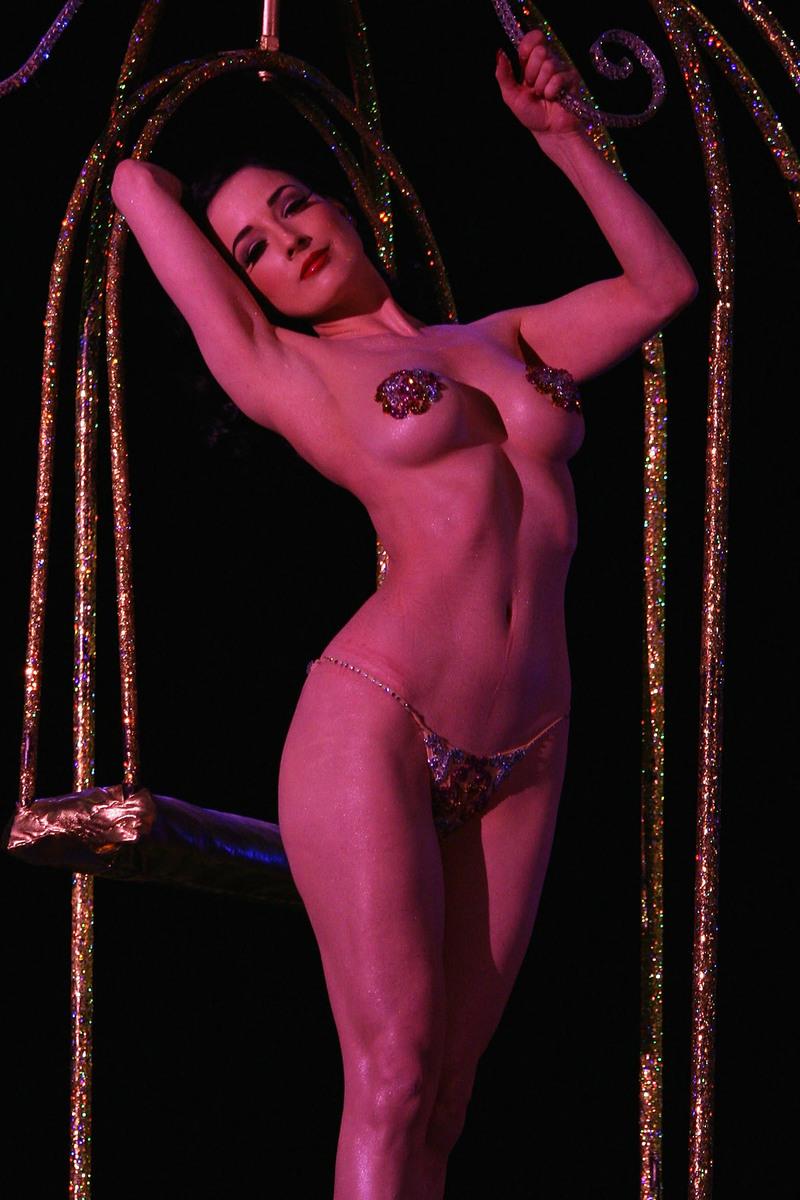 erotika-shou-striptiz